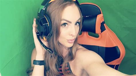 Demanding For Pool Stream, Twitch Streamer Received Ban