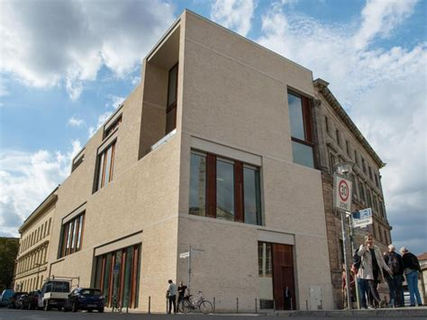 The Bastians hand over David Chipperfield House – Berlin