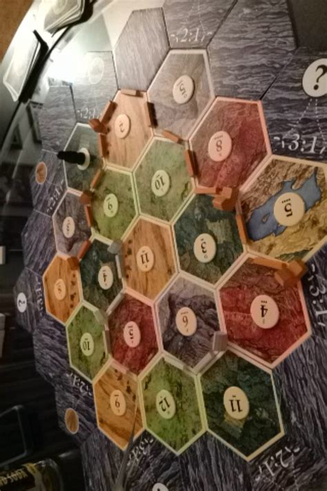 How to Play Settlers of Catan (with Pictures) - wikiHow