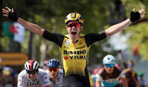 Van Aert edges out Alaphilippe in tight Milan-Sanremo finish