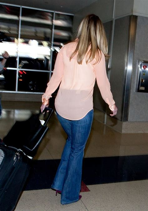 More Pics of Chelsea Clinton Classic Jeans (15 of 22