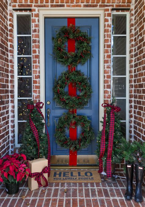 Simple Christmas Front Door Decor Ideas To Make It More